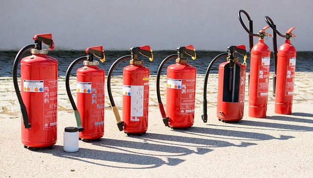 Fire extinguisher 712975 640