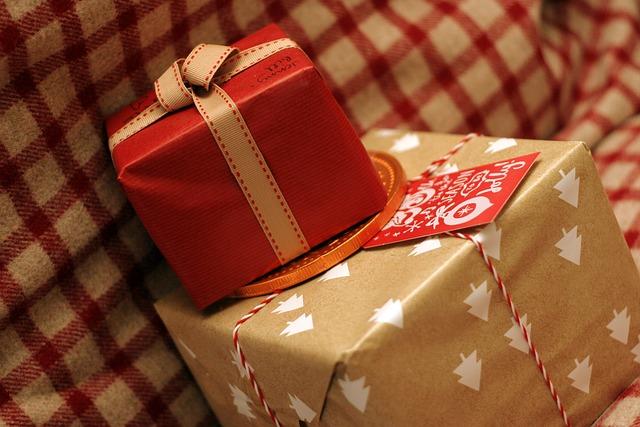 Christmas present 596300 640
