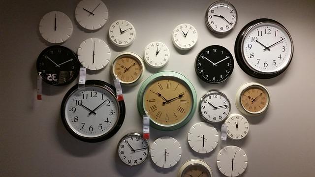 Wall clocks 534267 640