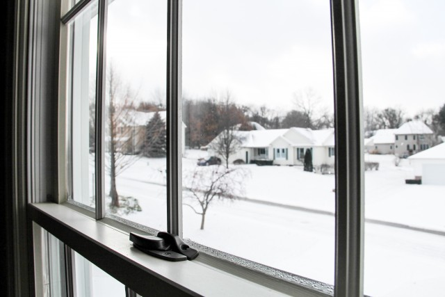 Window panes snow street neighborhood 640x427