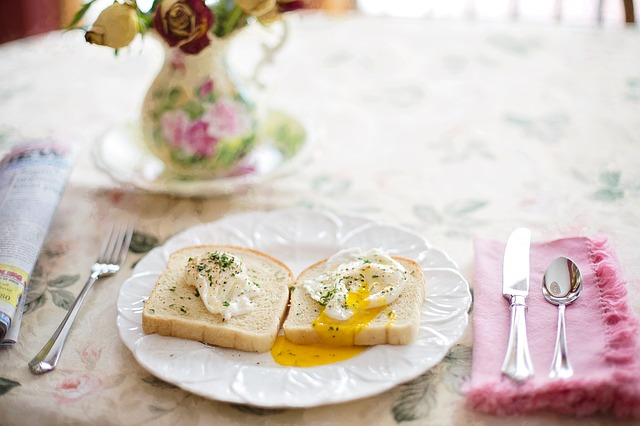 Poached eggs on toast 739401 640